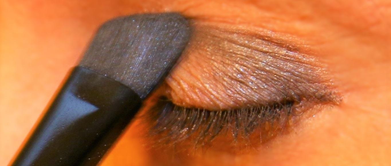 Διακριτικό smokey eye black 1